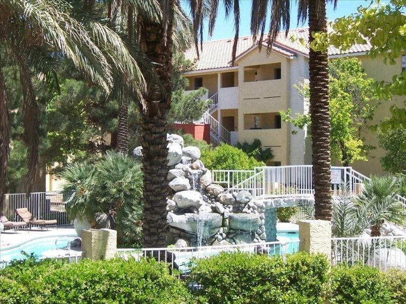 Condo Just Off the Strip!  Walk to the Palms or the Rio!