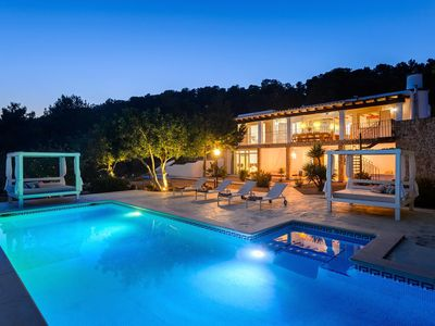 Photo for Beautiful and Private Sea-View 6 Bedroom and 5 Bathroom Retreat Villa