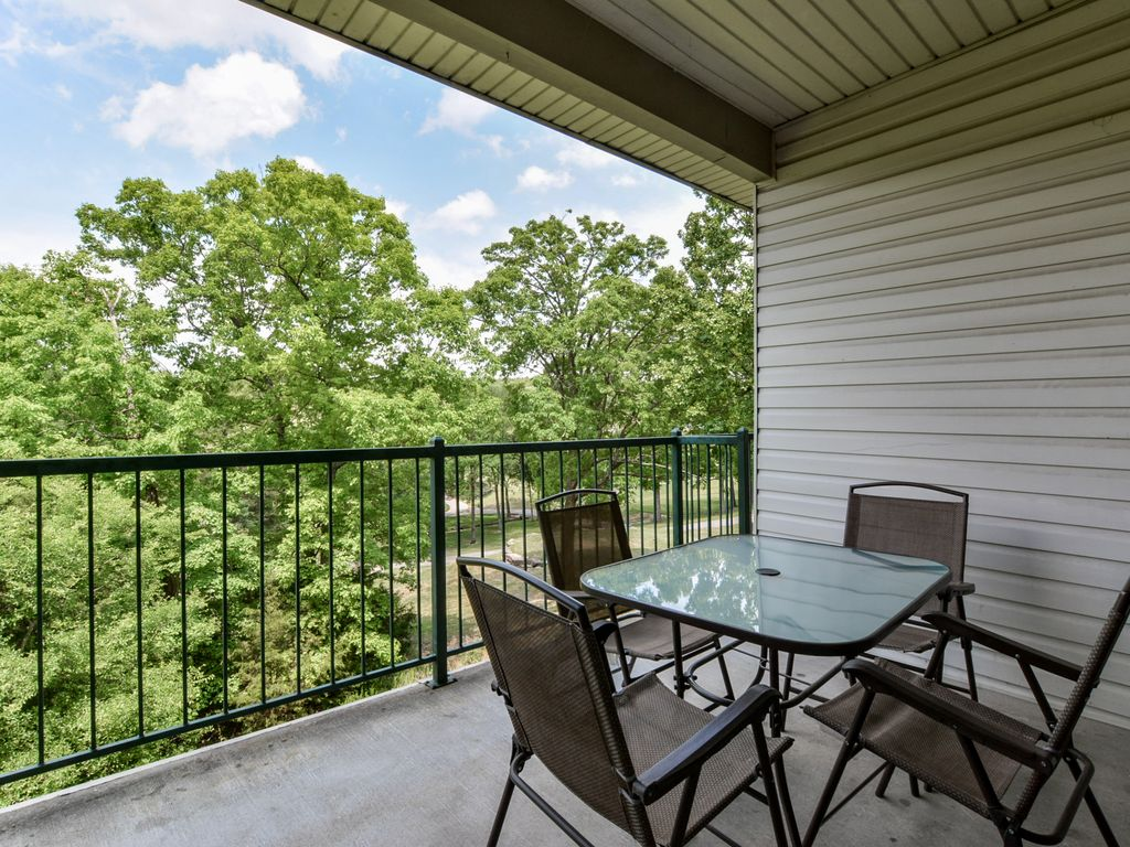 Peaceful walk-in condo (no stairs!) with Netflix, Jacuzzi, Indoor Pool, Golf