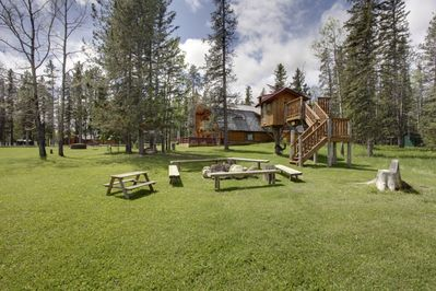 Tree House, great for the Children! and the Firepit