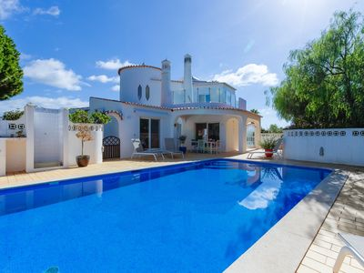 Photo for Fabulous 3 bed villa within walking distance of Carvoeiro