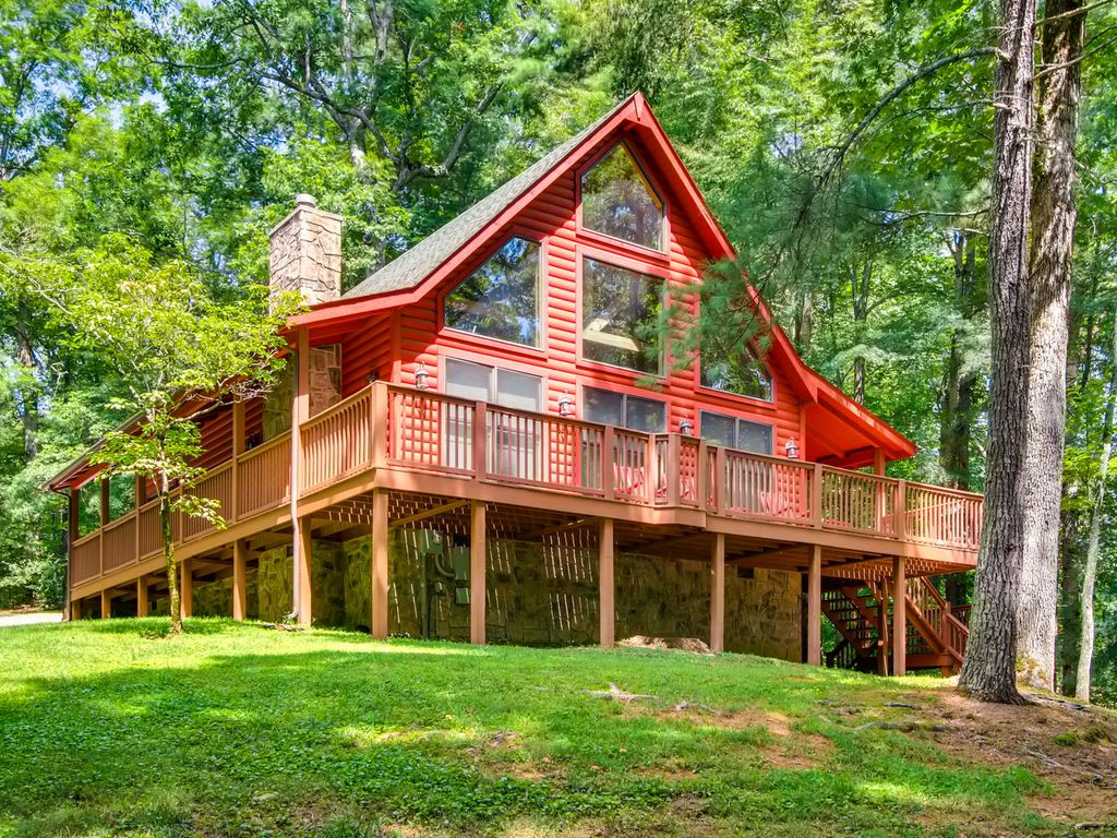 Walking distance to pool and fishing pond vrbo for Smoky mountain cabins with fishing ponds