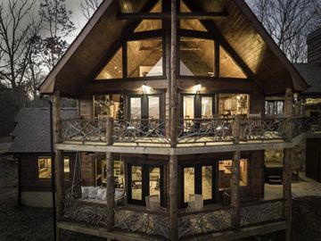 Sublime mountain view in this luxurious yet rustic cabin only minutes from  downtown Blue Ridge