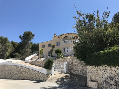 Photo for Luxury Villa, south facing pool, walking distance to Moraira, free aircon & WiFi