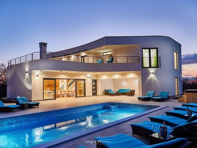 Photo for Exclusive luxury villa with heated pool & jacuzzi