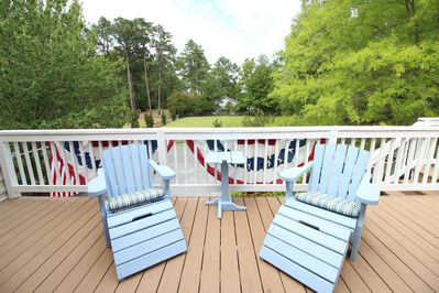 3 decks to sunbathe or read while taking a break from the beach.