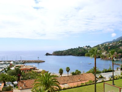 Photo for Directly on the sea: modern 3 rooms in residence with swimming pool