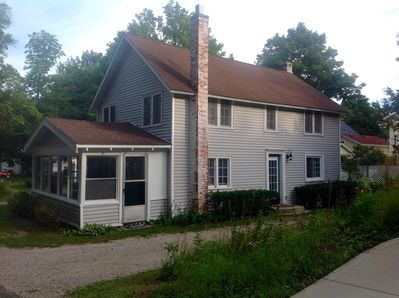 Lots of cottage charm. Sleeps 6. Three bed rooms, two bath, laundry, deck, porch