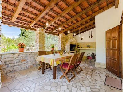 Photo for Two bedroom apartment with terrace Milna (Brač)