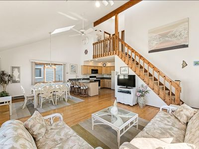 Photo for Fabulous Vacation Home, 3 BR, 2 BA,  easy walk, 1.5 blocks to beach or bay