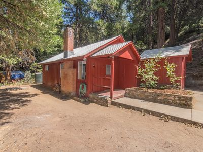 Photo for Classic Sierra Cabin w/modern styling between Sequoia  Yosemite National parks