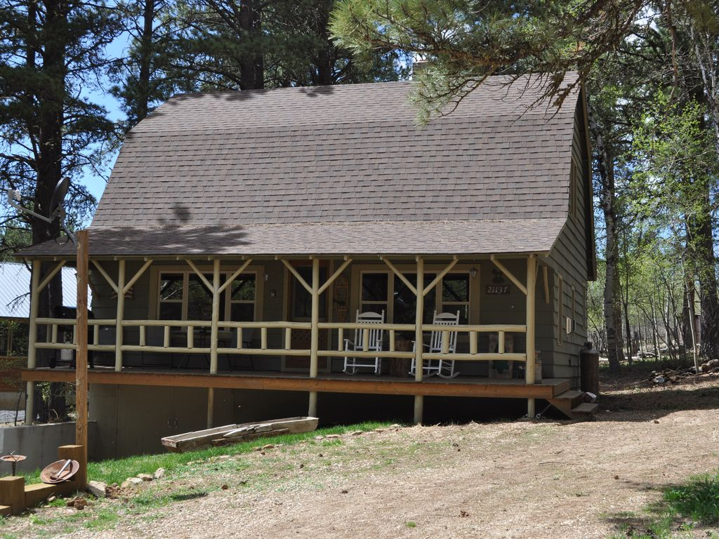 Tall timbers lodge family friendly small pet friendly for Pet friendly colorado cabins