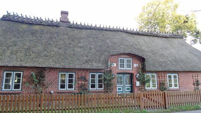 Photo for Quaint, listed thatched cottage with a beautiful garden for families