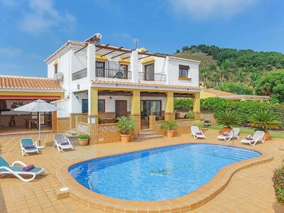 Photo for Well-equipped villa with pool, amazing views and modern amenities, close to resort