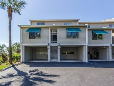 Photo for Oceanview townhome in Wild Dunes just steps from the beach - pool access