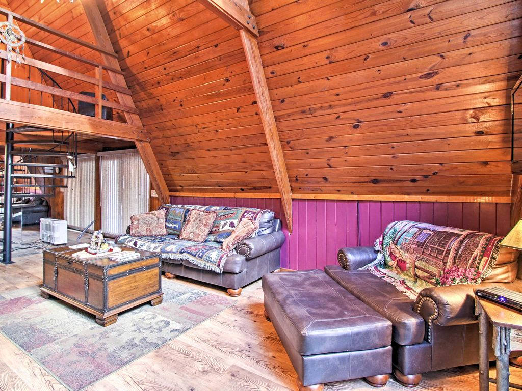 New cozy 2br gatlinburg cabin w private hot tub for Cabin in gatlinburg with hot tub