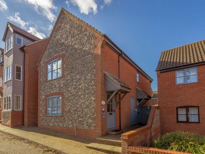 Photo for A spacious ground floor apartment in the heart of Wells