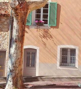 Photo for Charming ground floor flat with private entrance off a pretty square
