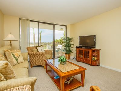 Photo for Immaculate 2-bedroom with First Floor Convenience and Washer/Dryer in Condo!