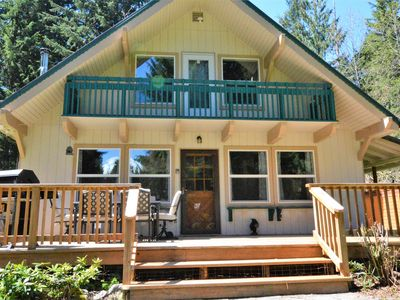 Photo for Private chalet with hot tub, WIFI, BBQ, Mtn View, Pet ok!