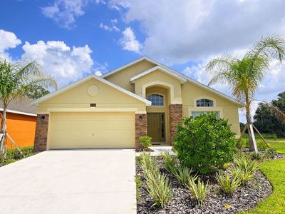 Photo for Kissimmee Villa, Sleeps 10 with Pool, Air Con and WiFi