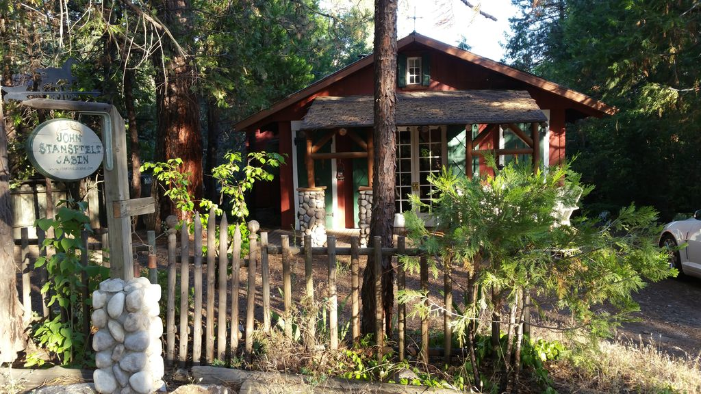 Property Image#2 The Historic Stansfield Cabin With Wi Fi