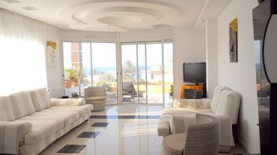 Spacious apt with sea view and Wifi