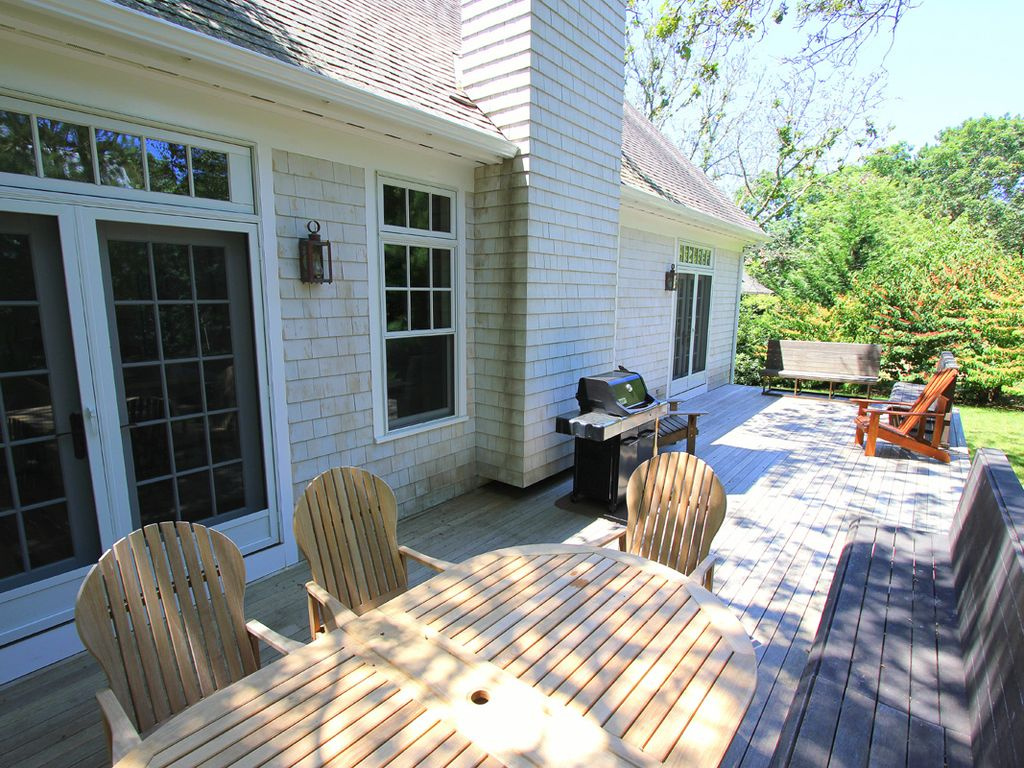 Oak bluffs summer retreat large private deck lagoon beach rights great area for kayaking oak - Large summer houses energizing retreat ...