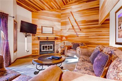 Comfortable living room wood burning fireplace large screen TV - Park City Lodging-Lakeside 1529