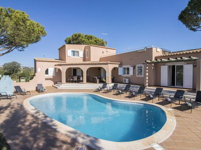 Photo for Villa Anita – Non-overlooked 5-bedroom villa with pool in Vilamoura