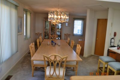 dining space for a large crowd or plenty of elbow room for small number