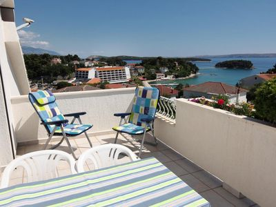 Photo for Two bedroom apartment with terrace and sea view Banjol (Rab)