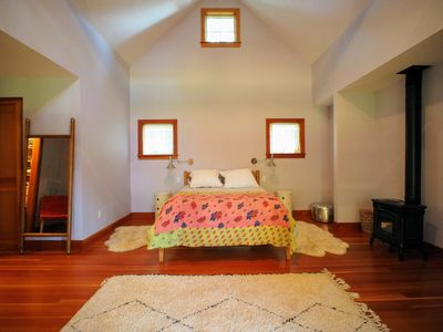 Photo for Pretty, comfy, chill: large 2BR, 0.6 miles to town & beach