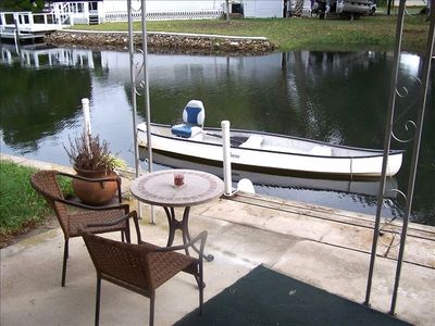 Park your boat outside the livingroom in our deep water canal