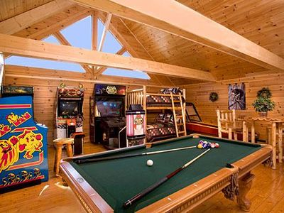 Fun Zone in Pigeon Forge #unforgettable 3 bedroom w/ Gameroom, Views & Full Theater!