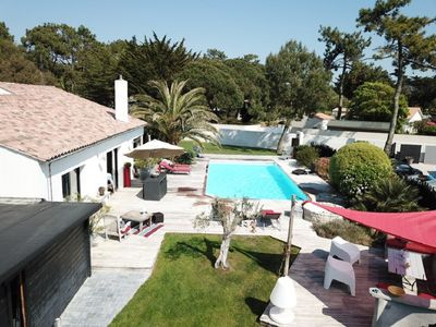 Photo for Nice villa with a heated pool, great amenities, in a pine-wood