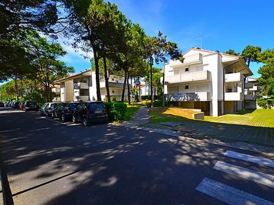 Photo for One bedroom Apartment, sleeps 5 in Lignano Pineta with Pool, Air Con and WiFi