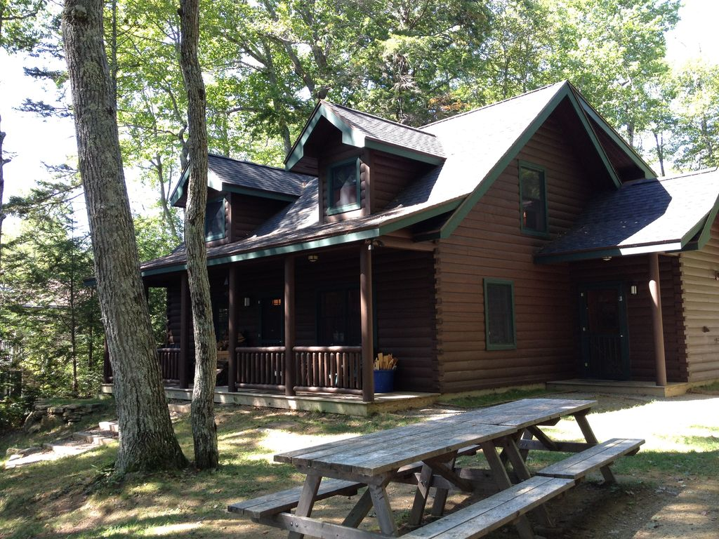 Quintessential maine log cabin set on gorge homeaway for Cabin rentals in maine with hot tub