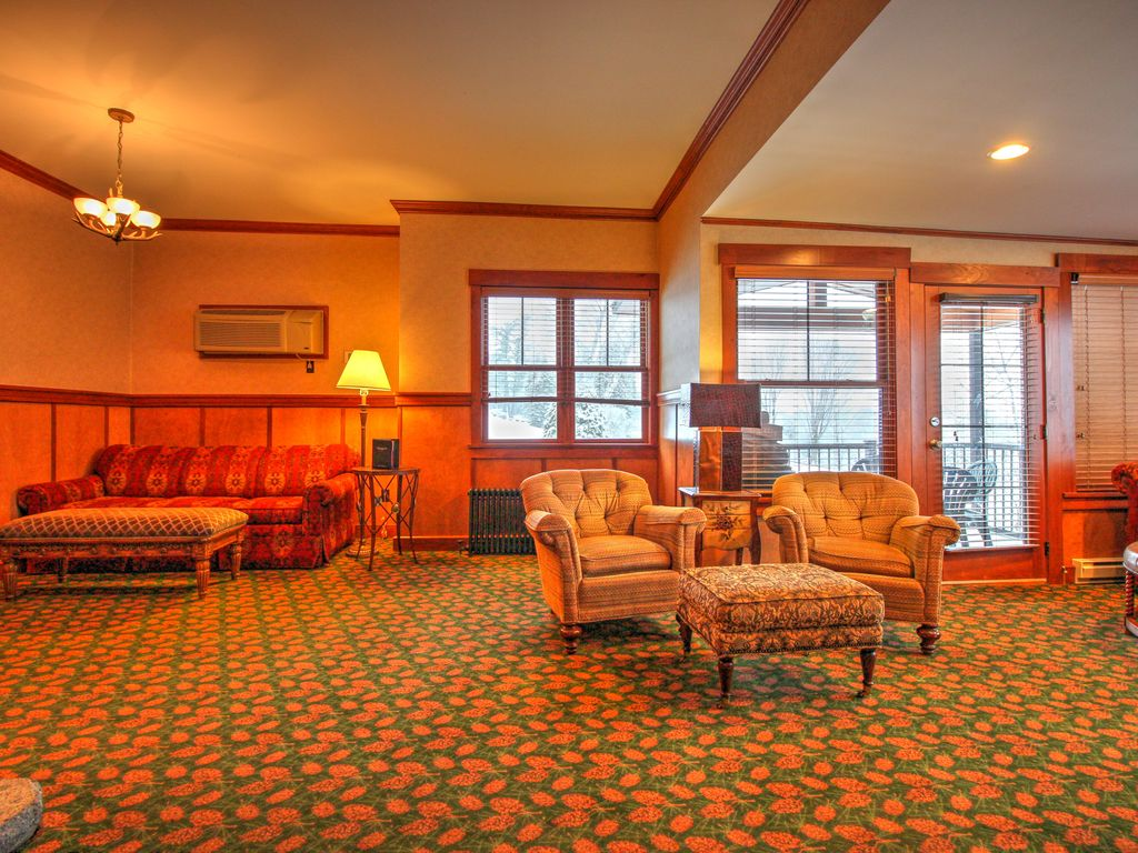 Swell 3 Bedroom Grandview Cottage Next To The Crowne Plaza Hotel Lake Placid Download Free Architecture Designs Embacsunscenecom