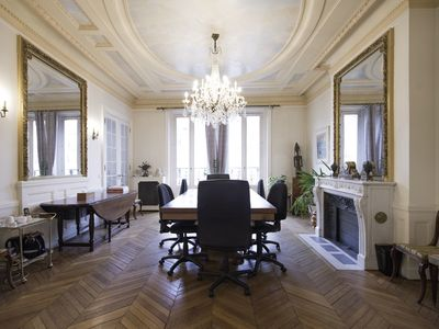 Walk down the road to the Arc de Triomphe, from this spacious 3 bed (Veeve)