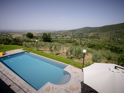 Photo for 15-min walk to downtown Cortona with private pool