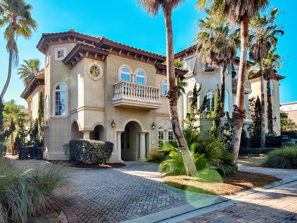 Luxury Upscale Mediterranean Villa Close To Homeaway