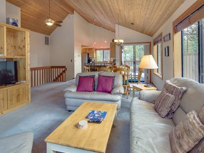 Photo for Cozy, Hot Tub, Stainless Steel Appliances, and Pet Friendly!