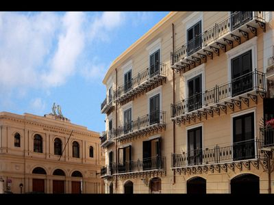 Photo for Beautiful 100sqm apartment in the historic center