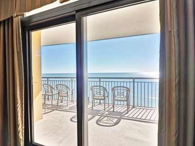 Cozy oceanfront condo, with pool and wifi