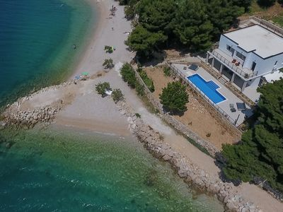 Photo for Villa right on the beach with four bedrooms and pool, up to 10 people