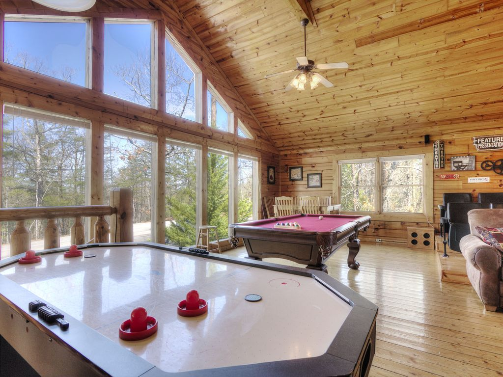 3br pigeon forge cabin w private hot homeaway pigeon for Private secluded cabins in pigeon forge