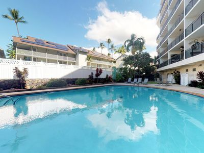 Photo for Delightful downtown unit w/ ocean view, shared pool, close to ocean
