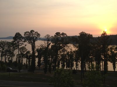 3BR / 2BA Condo with Incredible Lake View