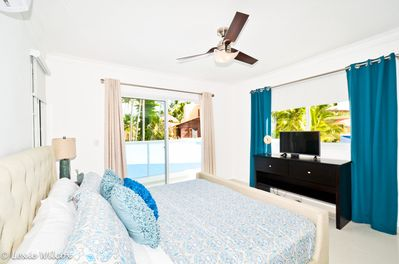 Master Bedroom with king-size bed, TV and sumptuous top-quality linen.